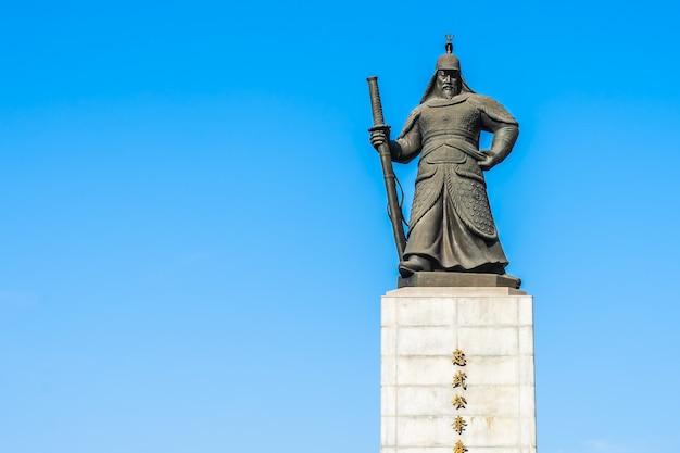 Piękna statua admirał yi sun shin