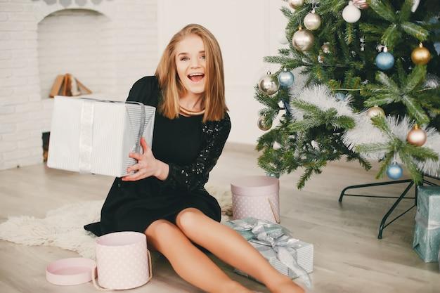 Piękna świąteczna dziewczyna