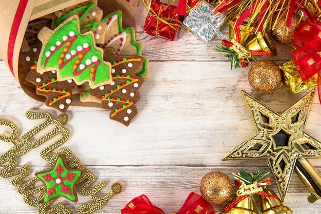 Piękna świąteczna kompozycja i dekoracja z pieczonymi świętami bożego narodzenia