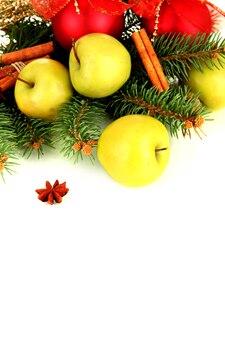 Piękna świąteczna kompozycja, na białym tle