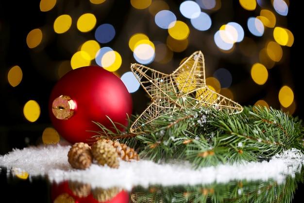Piękna świąteczna kompozycja na stole