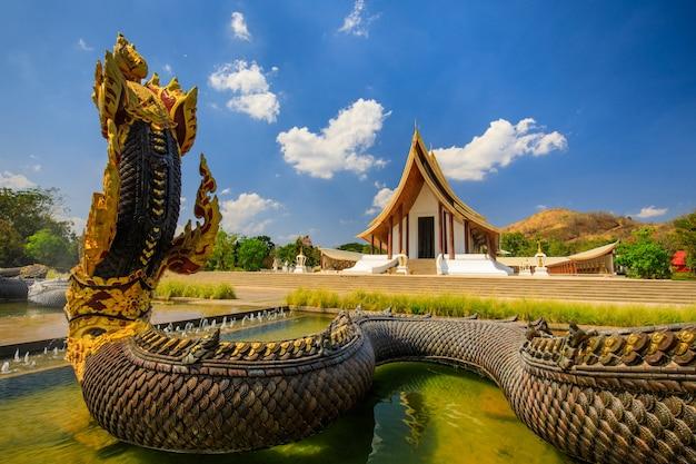 Piękna świątynia buddyjska w prowincji phetchabun