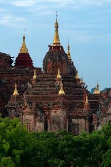 Piękna świątynia w bagan, myanmar