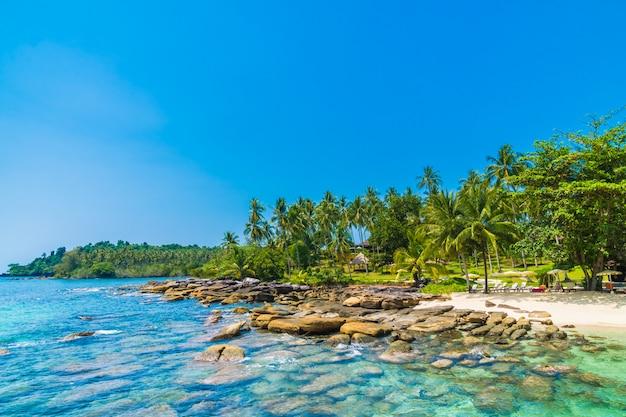 Piękna tropikalna plaża i morze