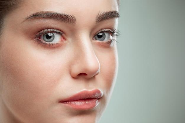 Piękna twarz dziewczyny. idealna skóra