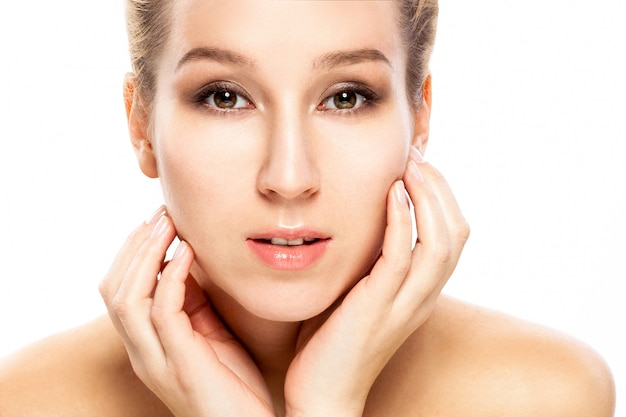Piękna twarz kobiety. piękno portret. idealna świeża skóra. dziewczyna czystego piękna model.
