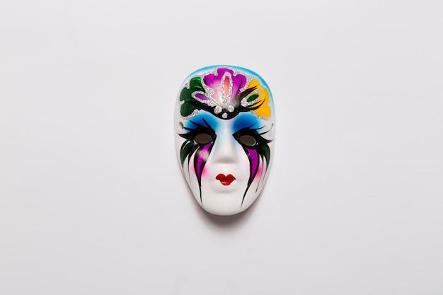 Piękna wenecka maska na bielu