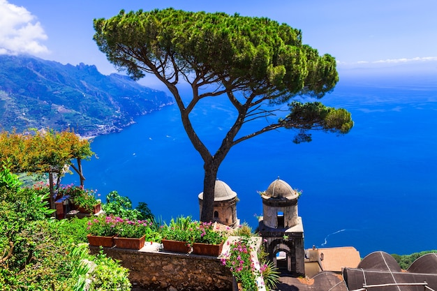 Piękna wioska na wybrzeżu amalfi
