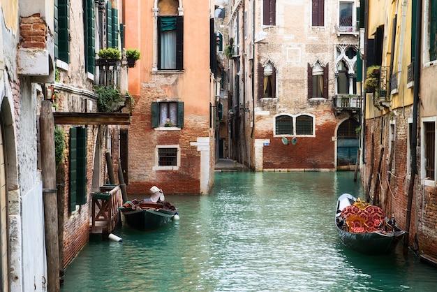 Piękna woda ulica - canal grande w wenecji, włochy