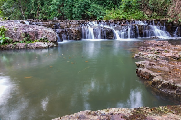 Piękna woda wodospad w ruchu