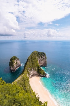 Piękna wyspa penida na bali, indonezja