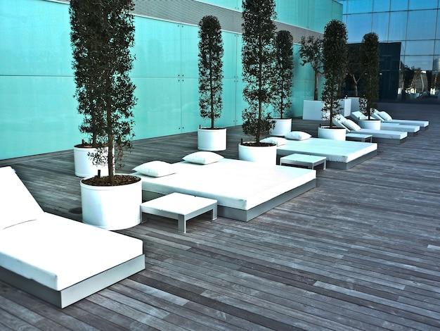 Piękne barcellona spa z białym designem, z basenem i blisko plaży?