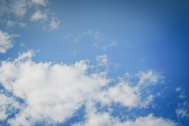 Piękne błękitne niebo