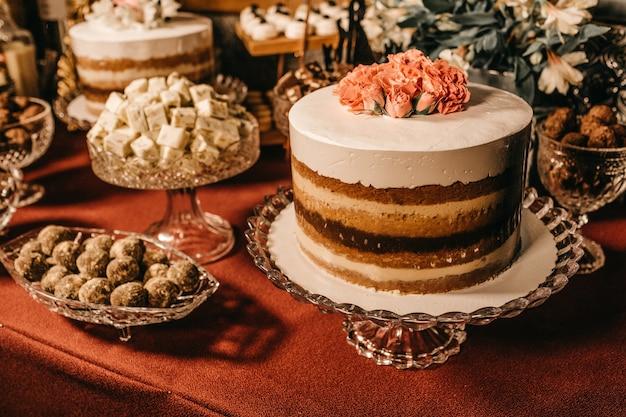 Piękne ciasto i słodkie przekąski