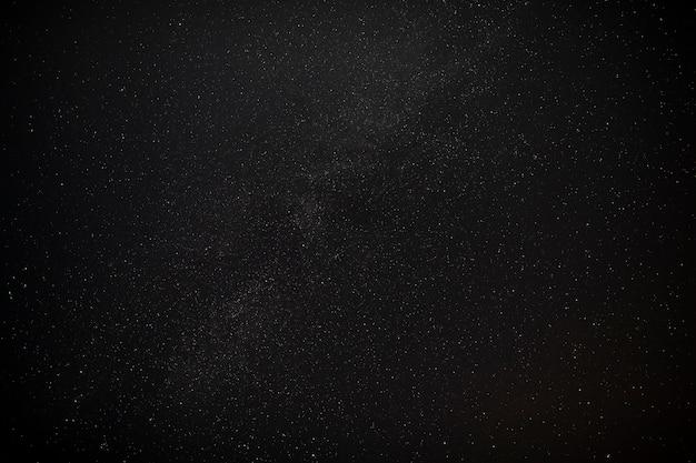 Piękne czarne nocne niebo z gwiazdami sieci