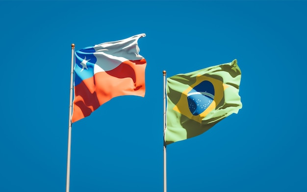Piękne flagi państwowe brazylii i chile razem na błękitnym niebie