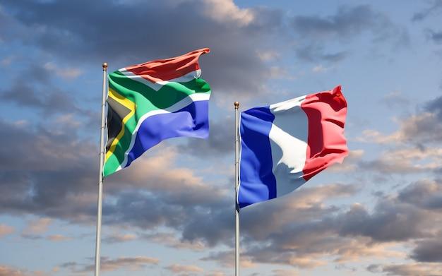 Piękne flagi państwowe francji i republiki południowej afryki razem na niebie