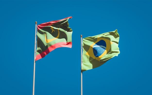 Piękne flagi państwowe mauretanii i brazylii razem na błękitnym niebie