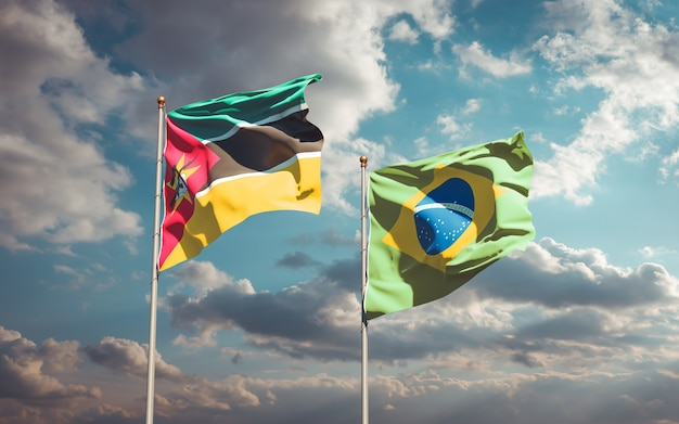 Piękne flagi państwowe mozambiku i brazylii razem na błękitne niebo