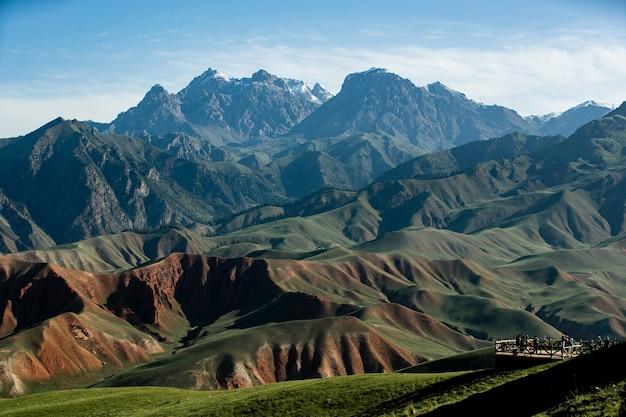 Piękne góry i skały w ciągu dnia