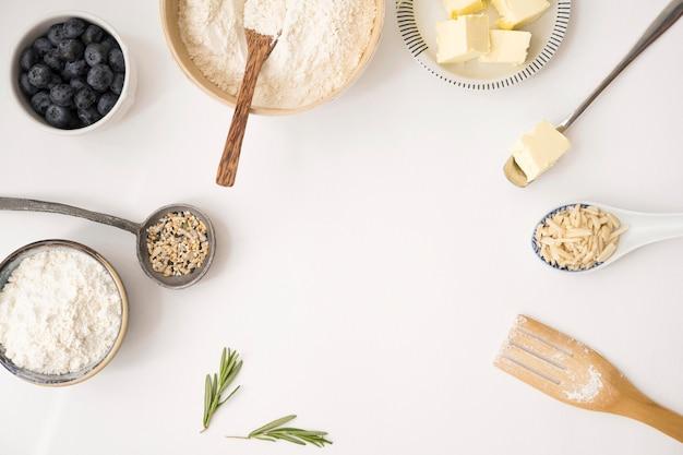 Piękne i pyszne składniki deserowe kopiują przestrzeń