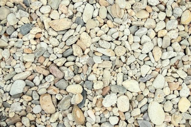 Piękne kamienie nad morzem na przyrodzie
