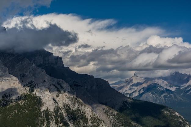 Piękne kanadyjskie góry skaliste. banff alberta