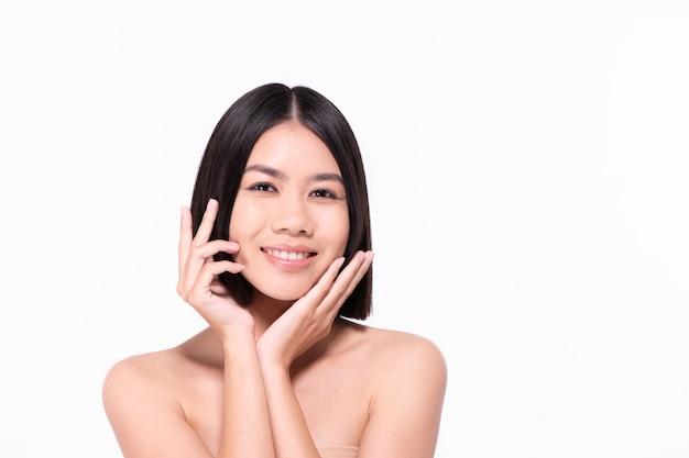 Piękne kobiety dbają o zdrowie skóry