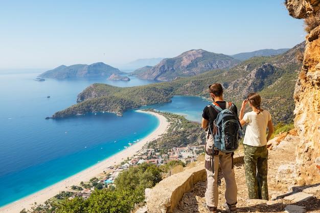 Piękne krajobrazy przyrody w górach turcji. szlak licyjski jest znany wśród wędrowców.