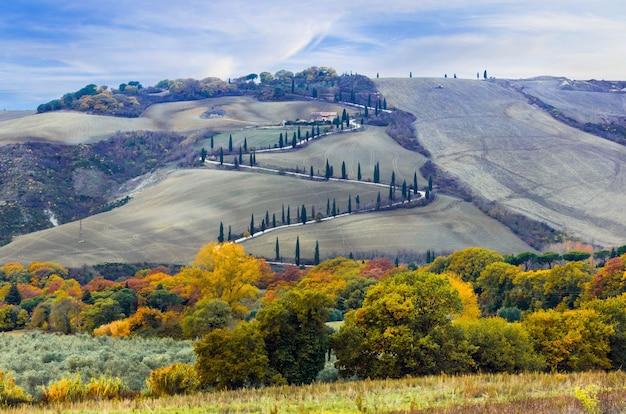 Piękne krajobrazy toskanii