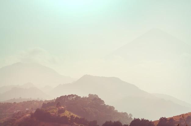 Piękne krajobrazy wulkanów w gwatemali, ameryka środkowa