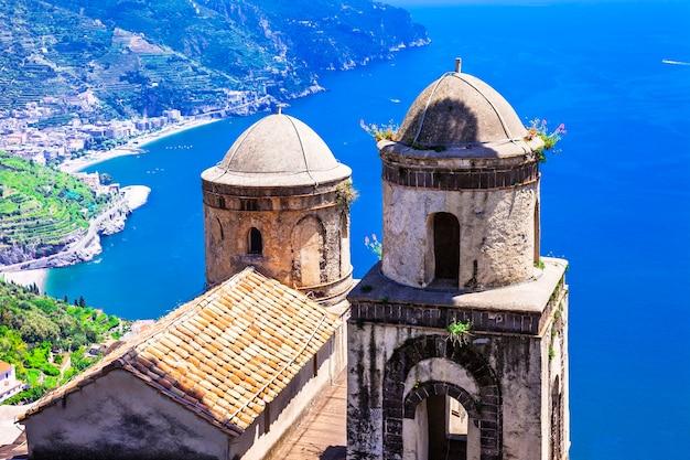 Piękne krajobrazy wybrzeża amalfi