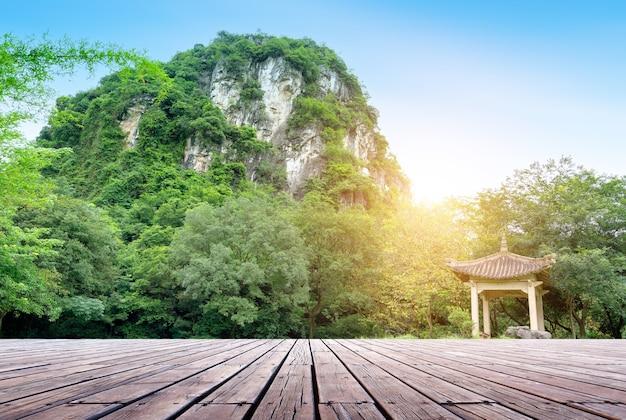 Piękne krasowe szczyty górskie, liuzhou, chiny.