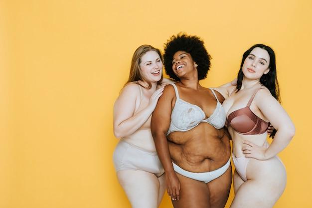 Piękne kręte kobiety z dobrym wizerunkiem ciała
