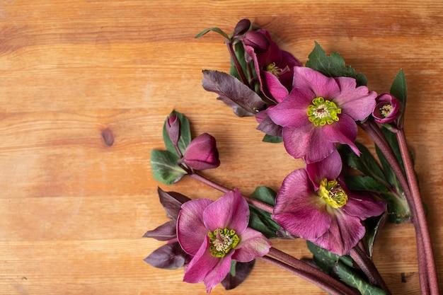 Piękne kwiaty. praca kwiaciarni. dostawa kwiatów.