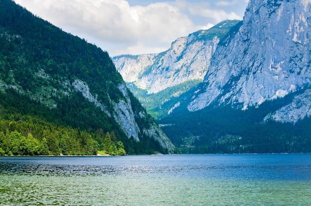 Piękne letnie alpejskie jezioro altausseer widok, austria