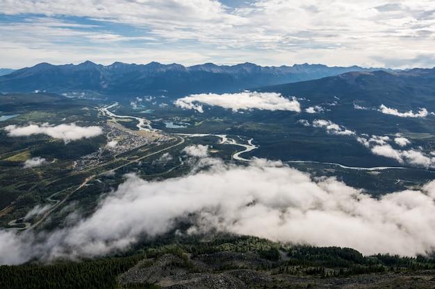 Piękne lodowce canadian rockies w pięknych górach skalistych w kanadzie. banff alberta