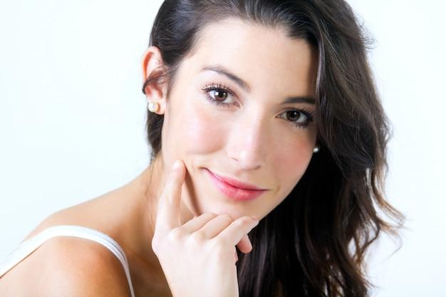 Piękne młoda kobieta spojrzenie na aparat fotograficzny