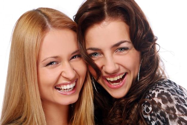 Piękne młode i atrakcyjne kobiety