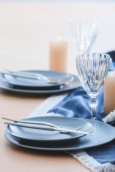 Piękne nakrycie stołu w restauracji?
