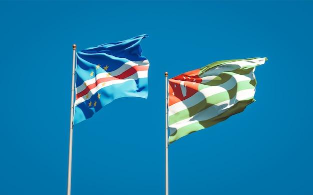 Piękne narodowe flagi państwowe abchazji i zielonego przylądka razem