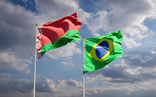 Piękne narodowe flagi państwowe brazylii i białorusi razem na błękitnym niebie