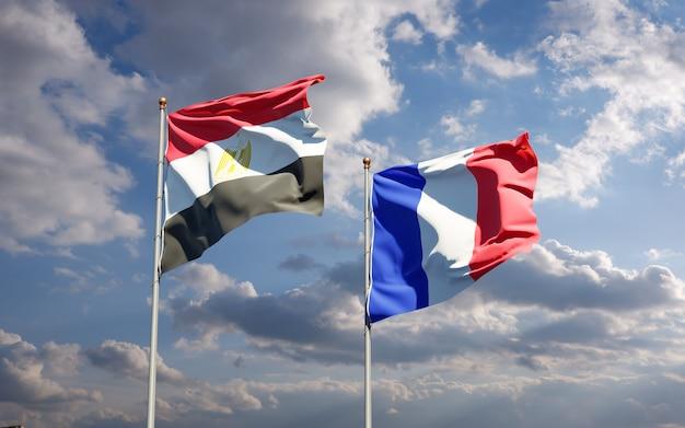 Piękne narodowe flagi państwowe francji i egiptu razem na niebie