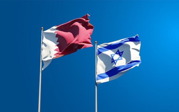 Piękne narodowe flagi państwowe izraela i kataru razem na tle nieba.