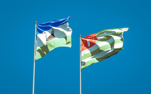 Piękne narodowe flagi państwowe lesotho i abchazji razem