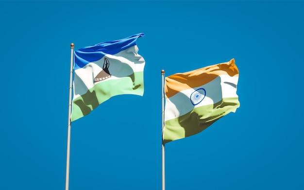 Piękne narodowe flagi państwowe lesotho i indii razem