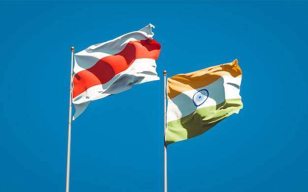 Piękne narodowe flagi państwowe nowej białorusi i indii razem