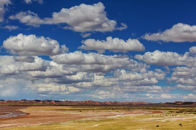 Piękne naturalne krajobrazy góry wulkan region andów, boliwia