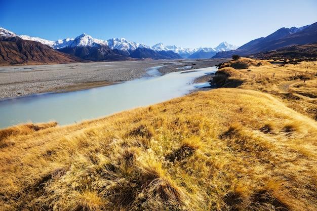 Piękne naturalne krajobrazy w parku narodowym mount cook na wyspie południowej w nowej zelandii