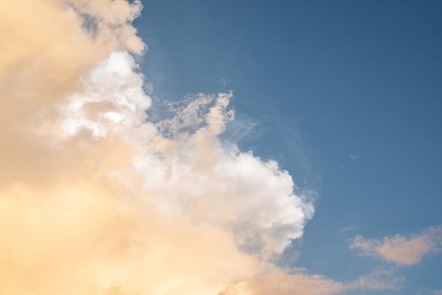 Piękne niebo z chmurami